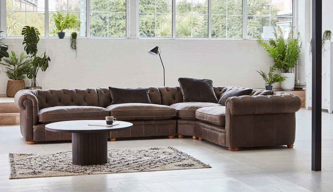 Product photograph showing Barnes Large Corner Sofa Right In Jin - Siberian Leather