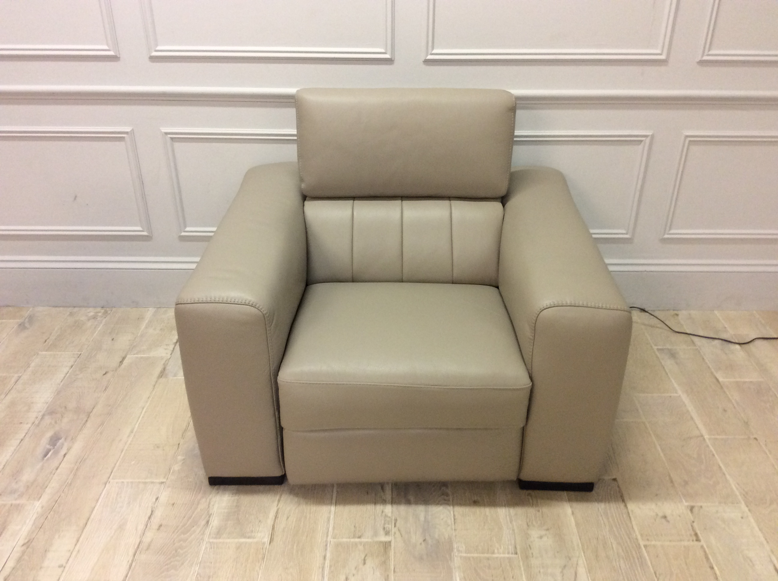Product photograph showing Florentina Electric Recliner Chair In Premium Leather 20jl