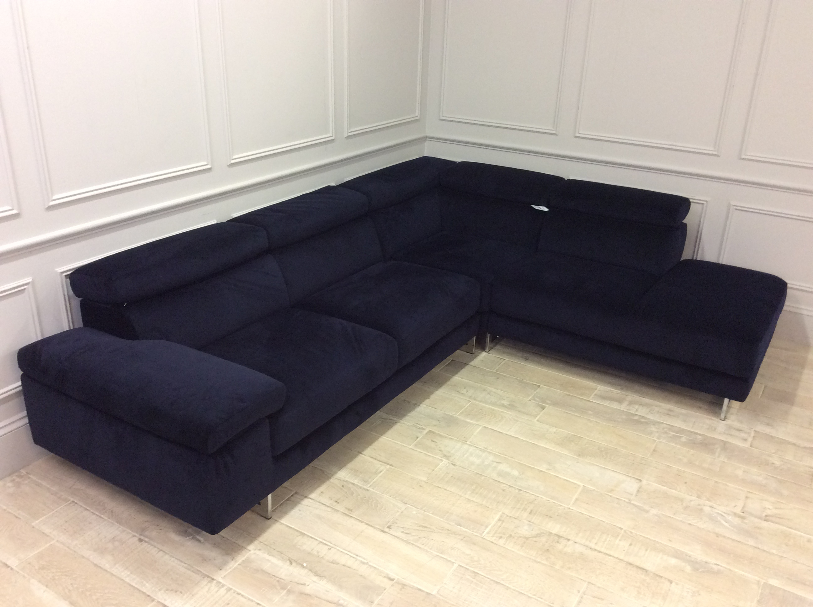 Product photograph showing Milano In Brezza 04 Velvet Chaise Sofa With Adjustable Headrests On Corner - Right
