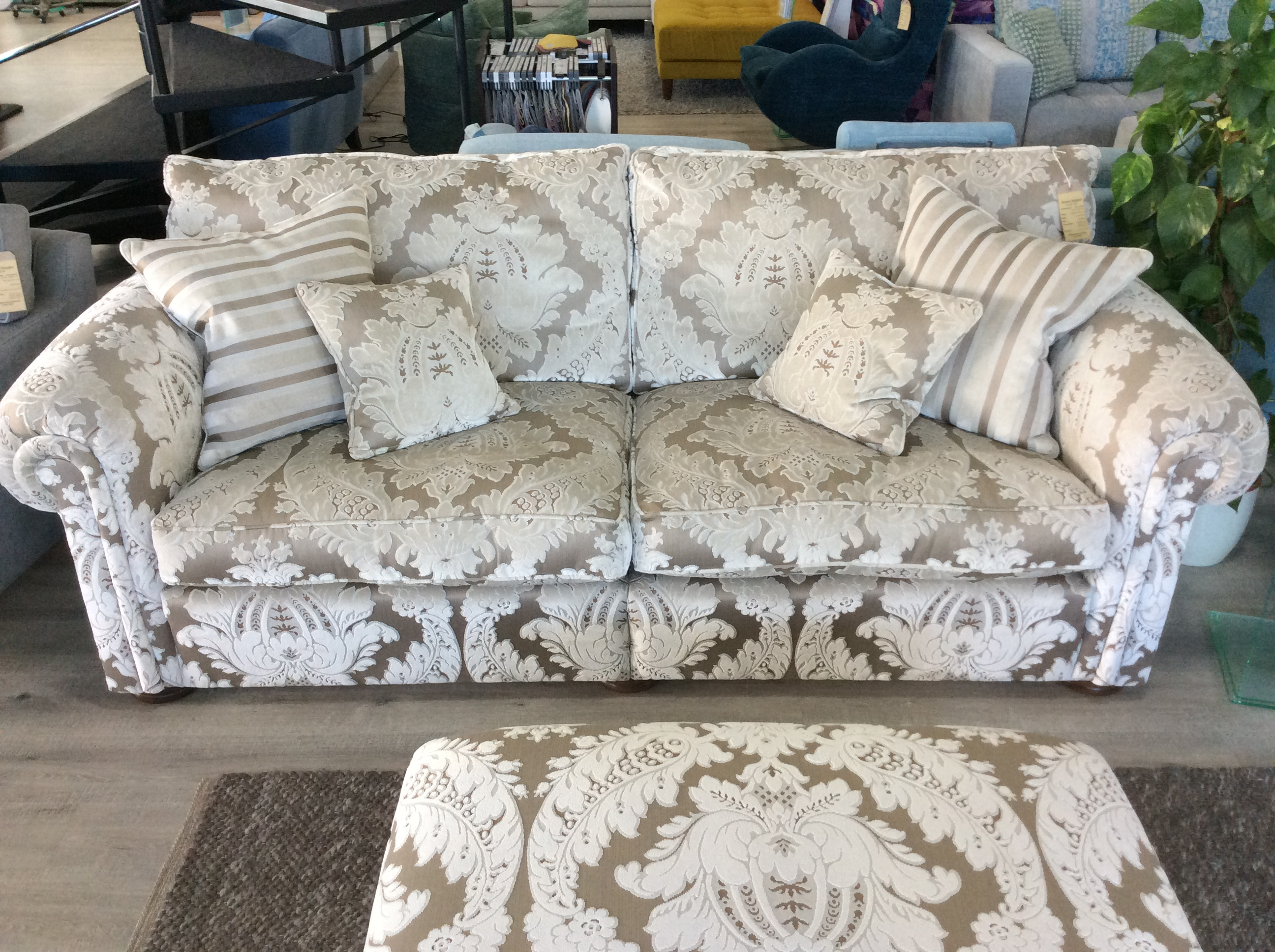 Product photograph showing Duresta Waldorf Grand Sofa In Culpepper Damask Silver R9