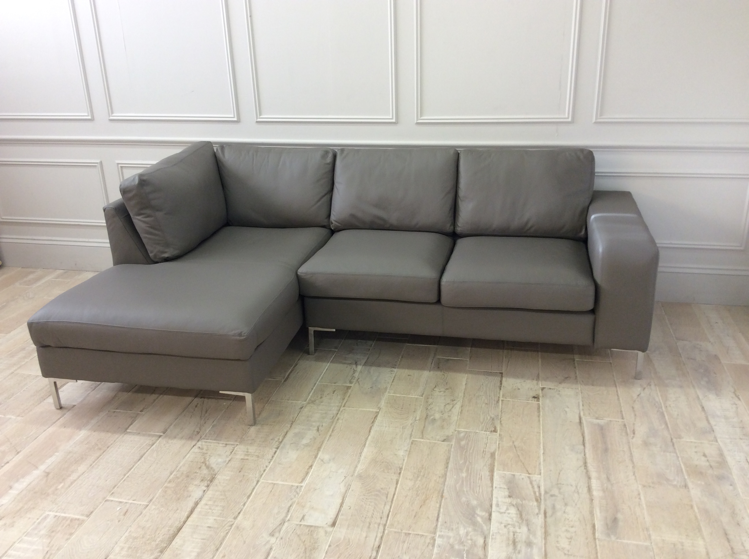 Product photograph showing Kingly 2 5 Seater Sofa With Chaise In Shelly Silver Birch Leather