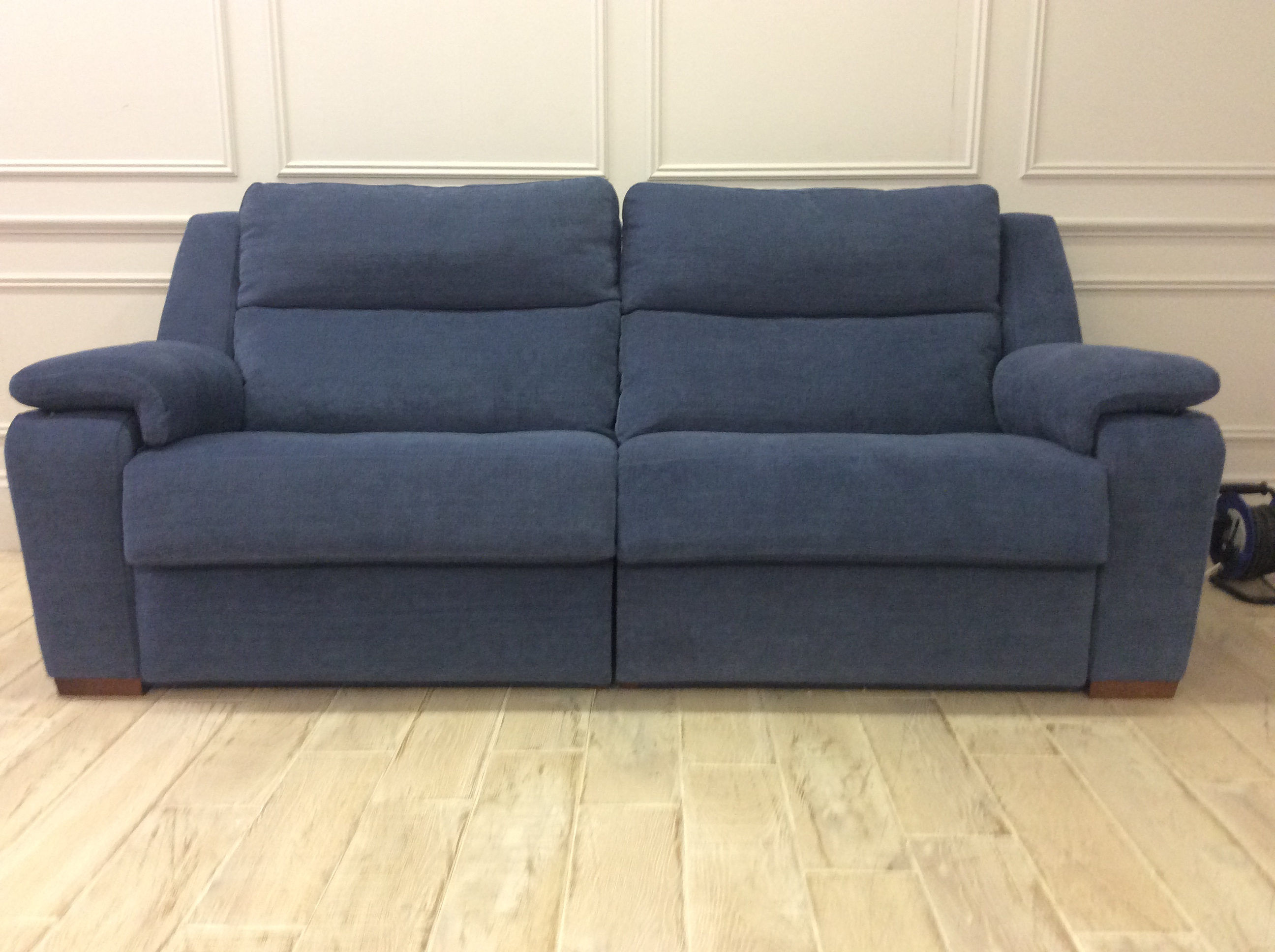 Product photograph showing Nora 4 Seater Sofa With Electric Recliners Mr1 Mr2 - In Club Chenille - Club 45