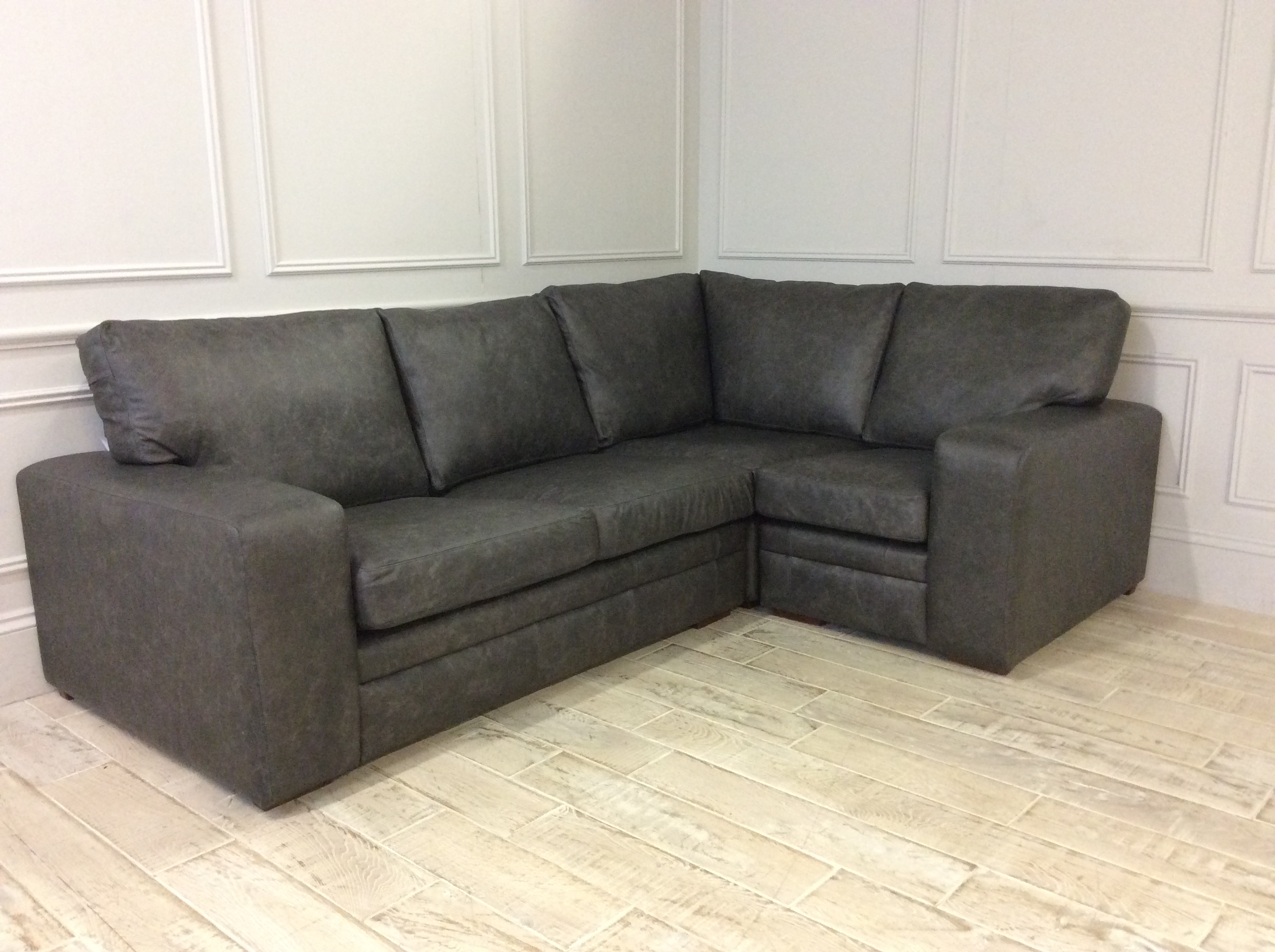 Sloane 2.5 x 1 Seater Corner Sofa Right Hand Facing in Family Friendly Industrial Leather Armour