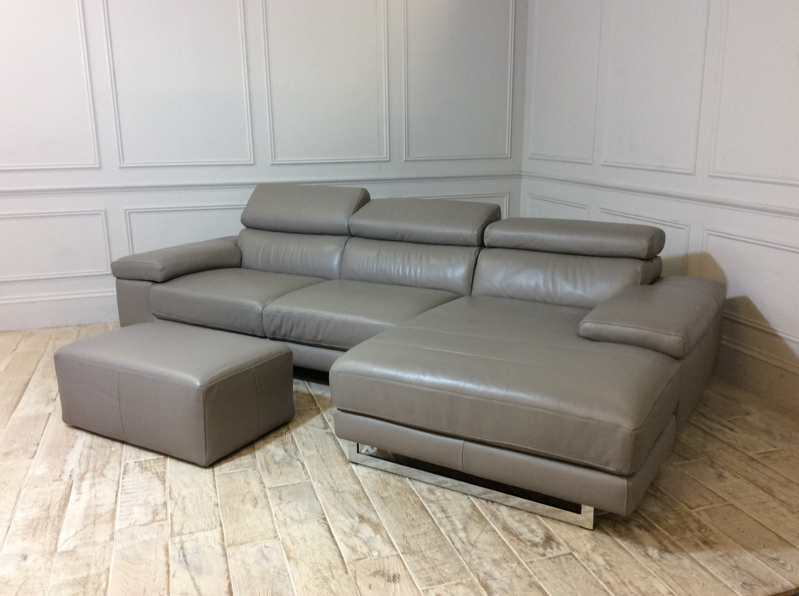 Milano Leather Chaise Sofa with Footstool in 20JG