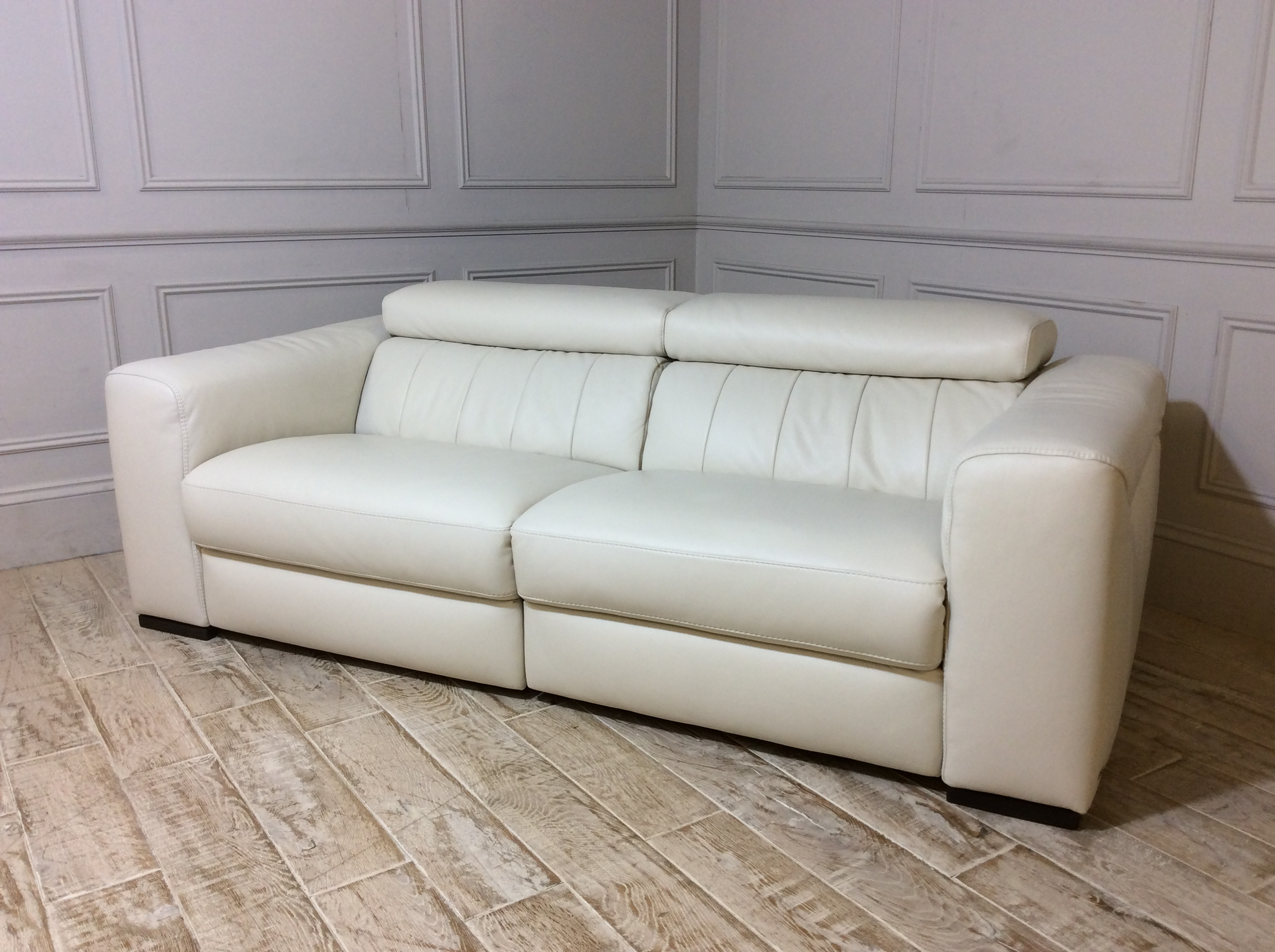 Florentina 2 Seater Leather Sofa with Electric Recliner in 20JH