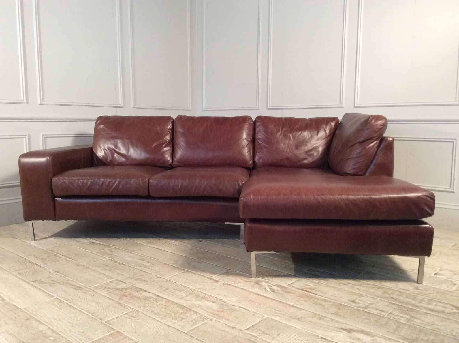 Kingly 2.5 Seater Sofa with Chaise in Conker